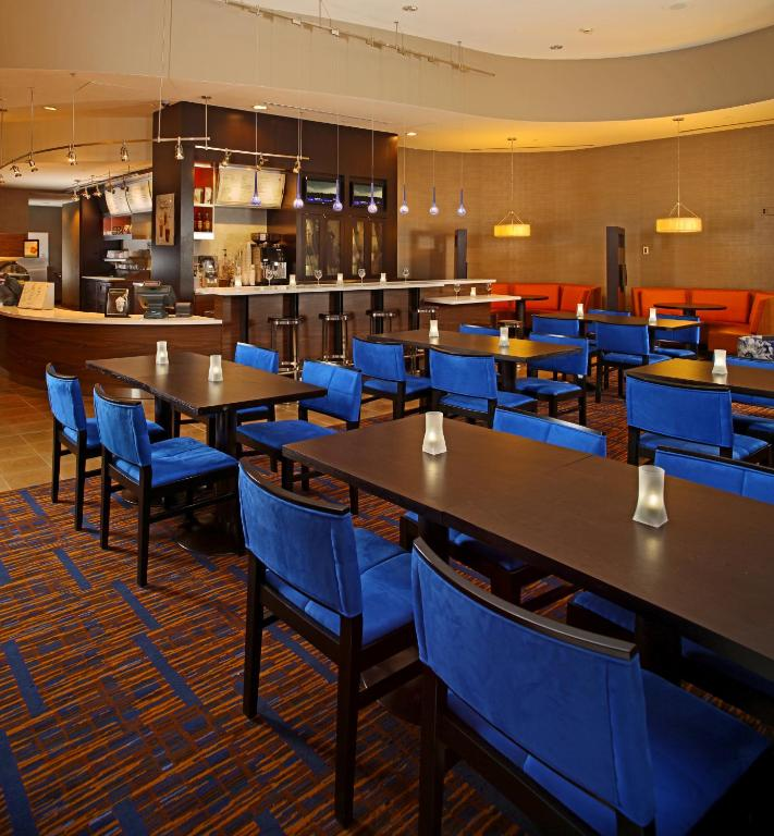 Courtyard by marriott baltimore downtown inner harbor for Best private dining rooms in baltimore
