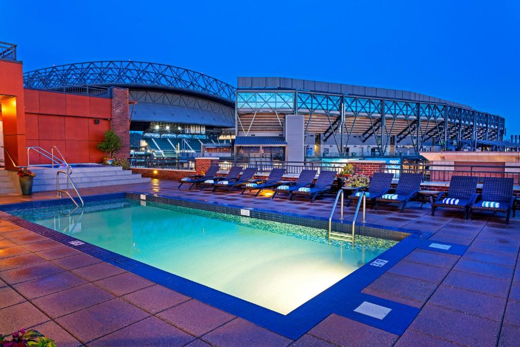 A piscina localizada em Silver Cloud Hotel - Seattle Stadium ou nos arredores