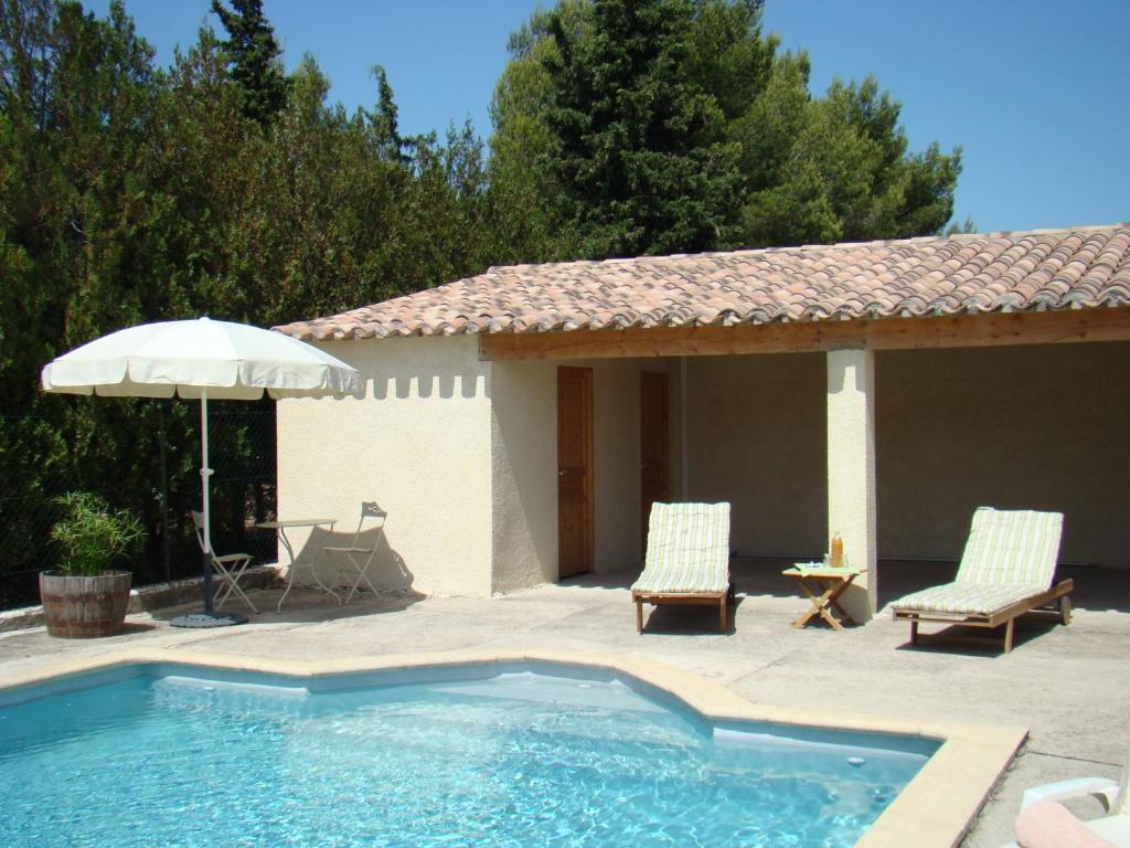 B b l 39 oustalet de sylvie villeneuve l s avignon for Hotel avignon piscine