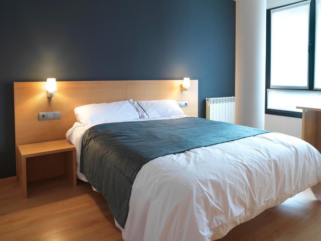 Hotel txarriduna eibar reserva tu hotel con viamichelin for Muebles bautista abadino