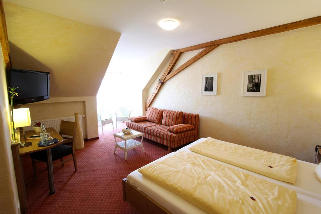 weinhotel gasthaus zur sonne ihringen book your hotel with viamichelin. Black Bedroom Furniture Sets. Home Design Ideas