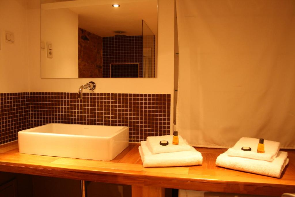 appartement le loft des augustins by mon hotel particulier. Black Bedroom Furniture Sets. Home Design Ideas