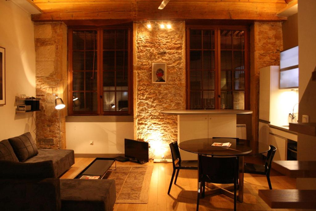 apartment le loft des augustins by mon hotel particulier. Black Bedroom Furniture Sets. Home Design Ideas