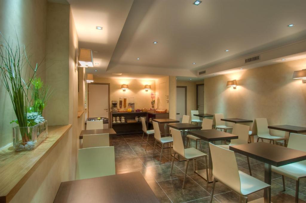 Hotel claude bernard saint germain paris book your for Seven hotel paris booking