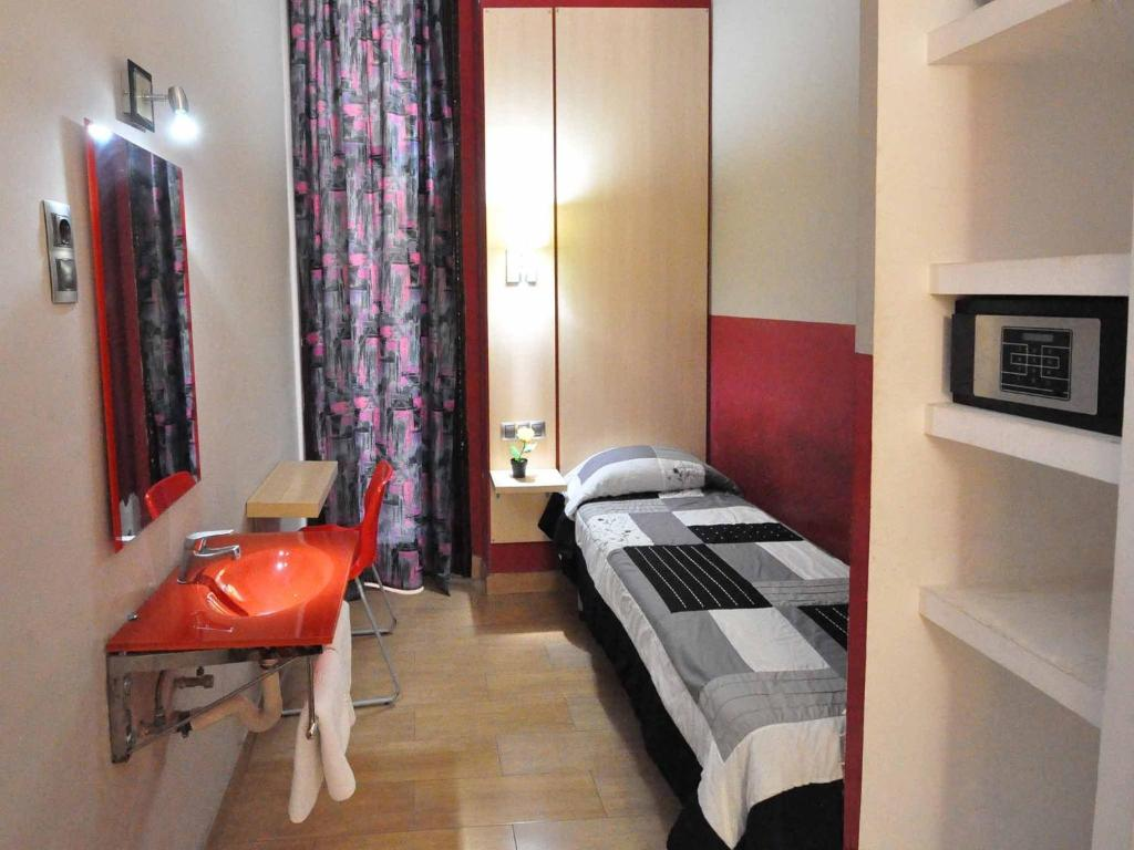 chambres d 39 h tes guesthouse barcelona gotic chambres d 39 h tes barcelone. Black Bedroom Furniture Sets. Home Design Ideas