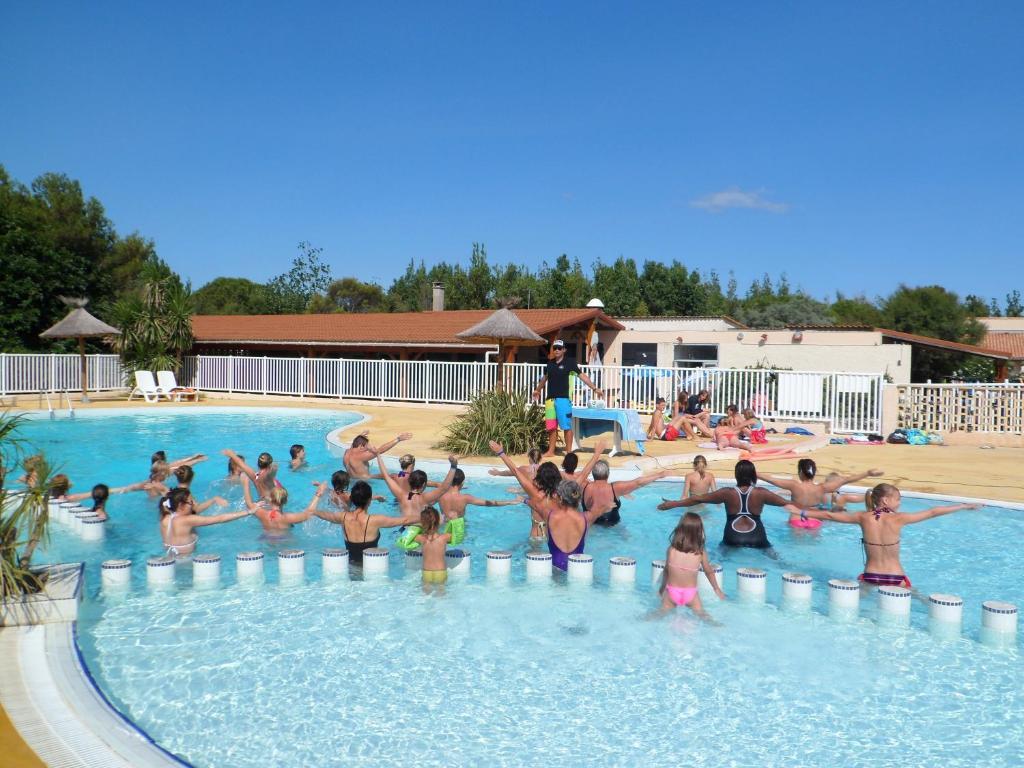 Camping rives des corbi res gites et locations leucate Camping port leucate avec piscine