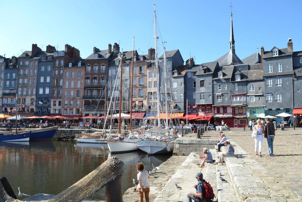 B b chambres d 39 h tes la chambre du marin honfleur france - Le bistrot du port honfleur ...