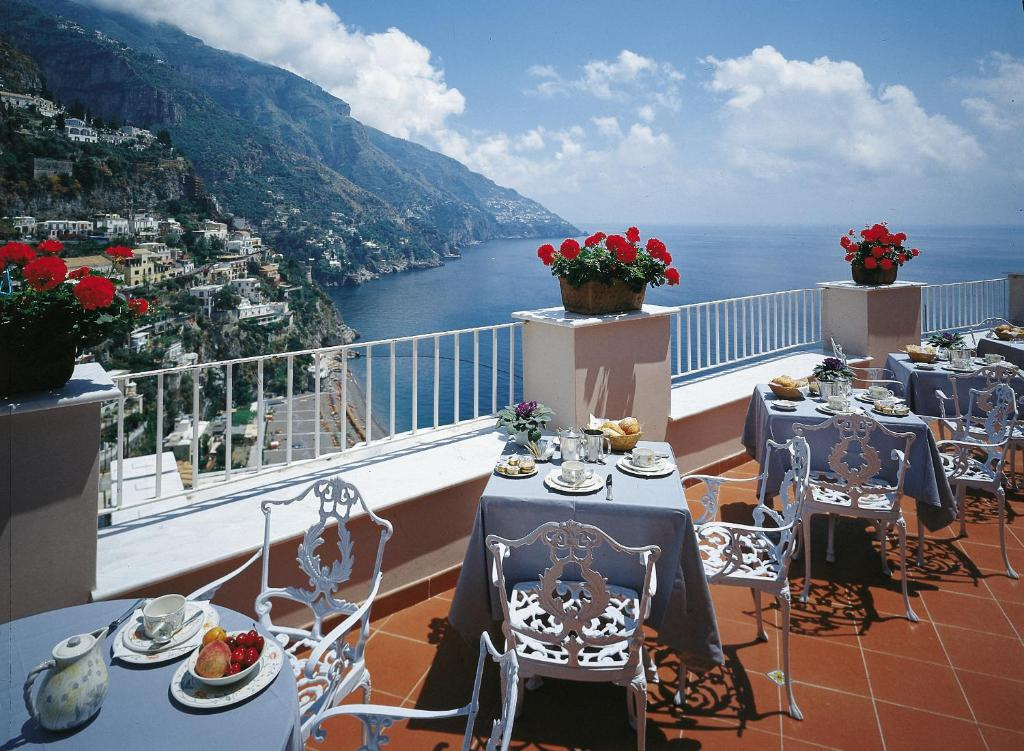 Hotel casa albertina positano book your hotel with for Casa positano