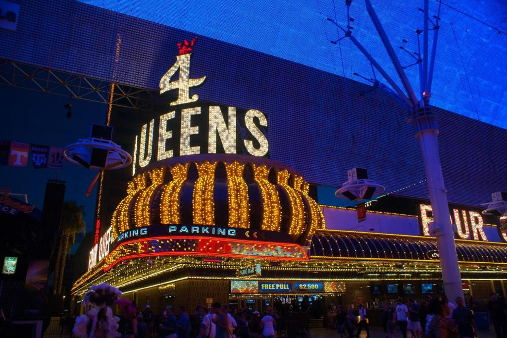 Four queens hotel and casino las vegas poker players alliance number of members