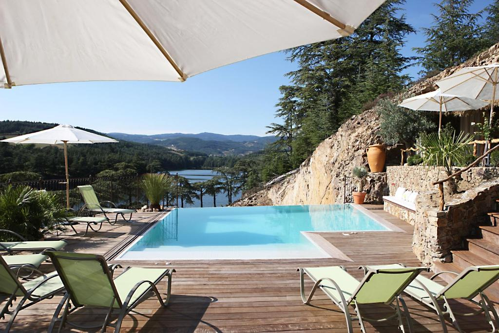 Auberge du lac boulieu l s annonay book your hotel for Hotel design piscine lyon