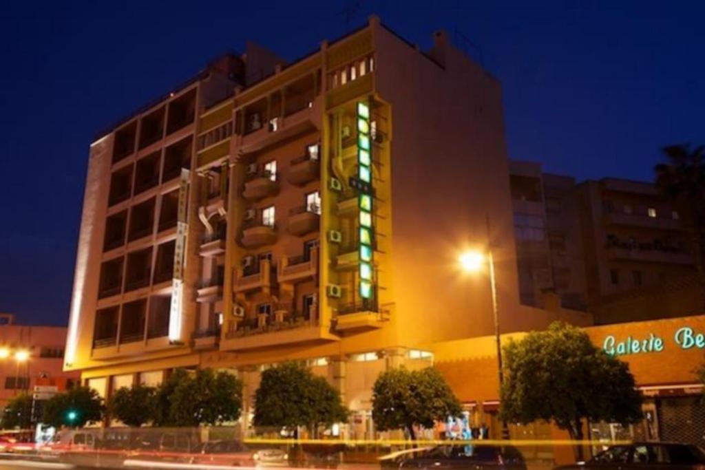Hotel amalay marrakech prenotazione on line viamichelin for Arredi marocchini