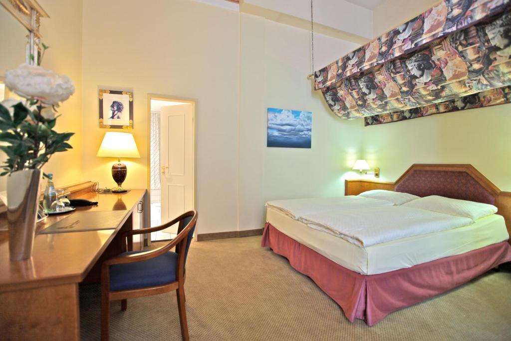 Hotel viktoria cologne book your hotel with viamichelin for Design hotel viktoria