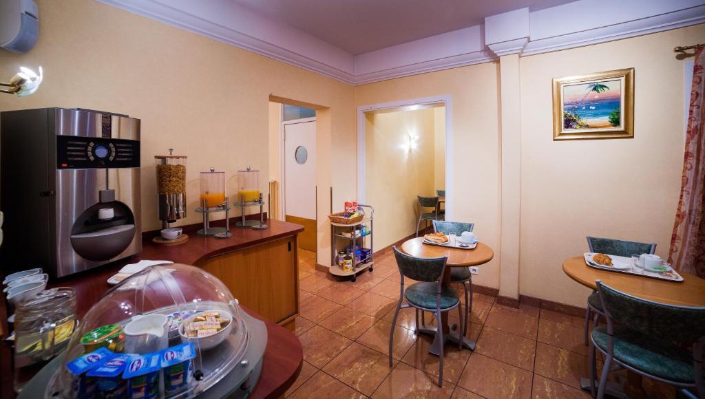 hotel de bordeaux clermont ferrand. Black Bedroom Furniture Sets. Home Design Ideas