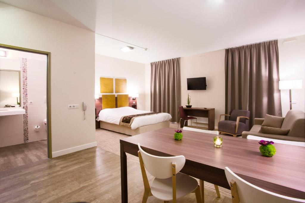 Kyriad chamb ry centre h tel et r sidence locations de for Apparthotel chambery