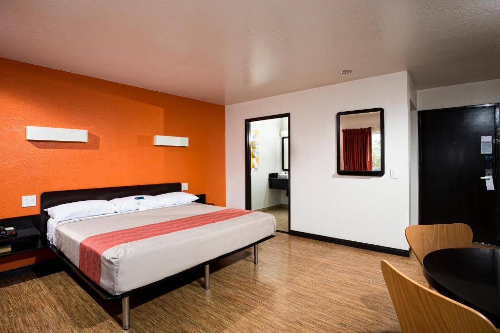 Motel  Newport Beach Newport Boulevard Costa Mesa Ca