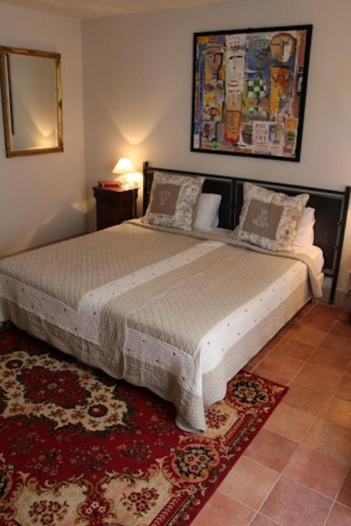 chambres d 39 h tes la petite hostellerie chambres d 39 h tes uz s. Black Bedroom Furniture Sets. Home Design Ideas
