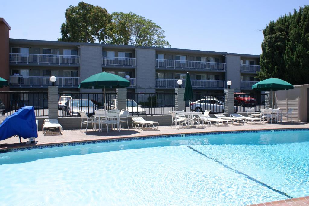 Pacific motor inn san jose book your hotel with for Civic centre motor inn san fran