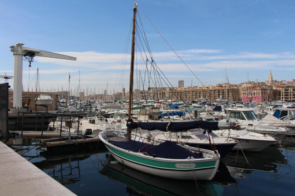Appartement escapade vieux port locations de vacances - Location vacances marseille vieux port ...