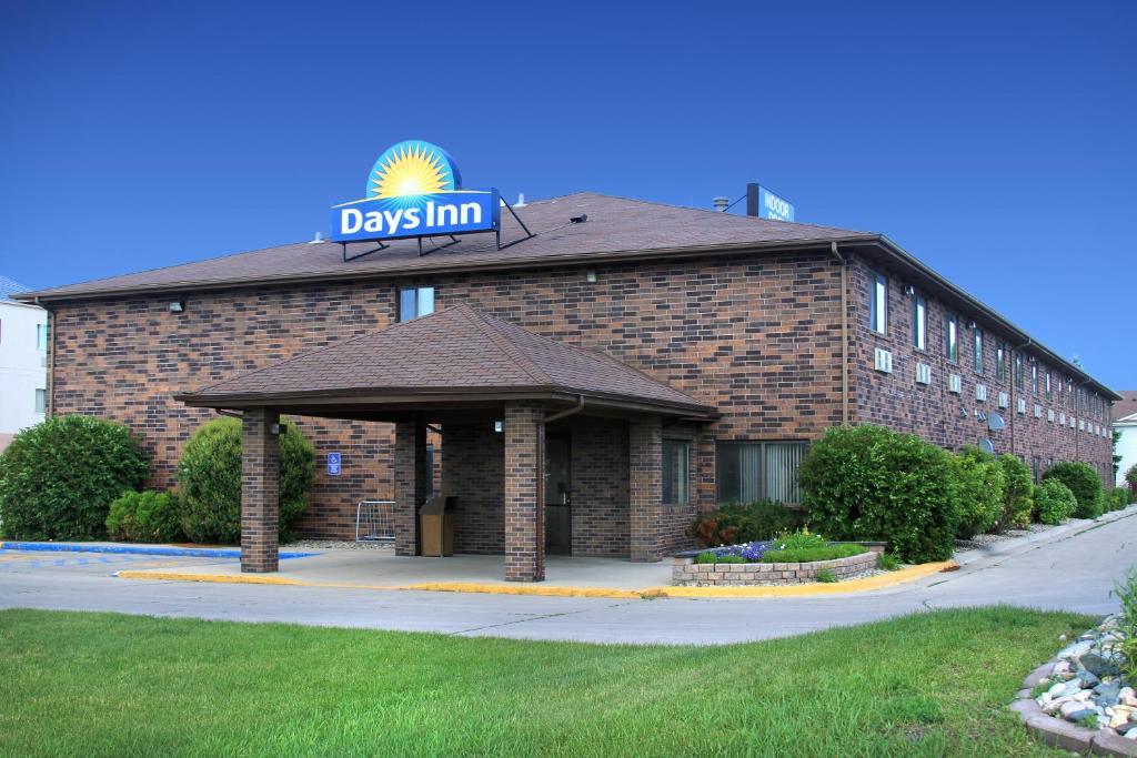 Grand Forks Hotels At Par