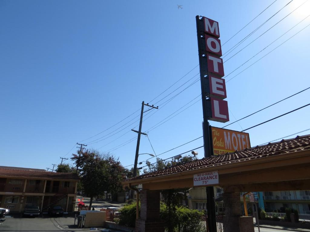 The Oaks Motel