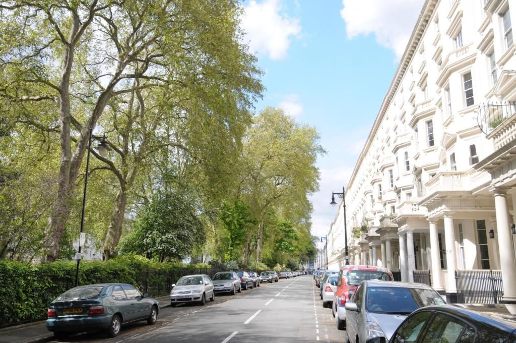 Hotels Near Victoria Station London Booking Com