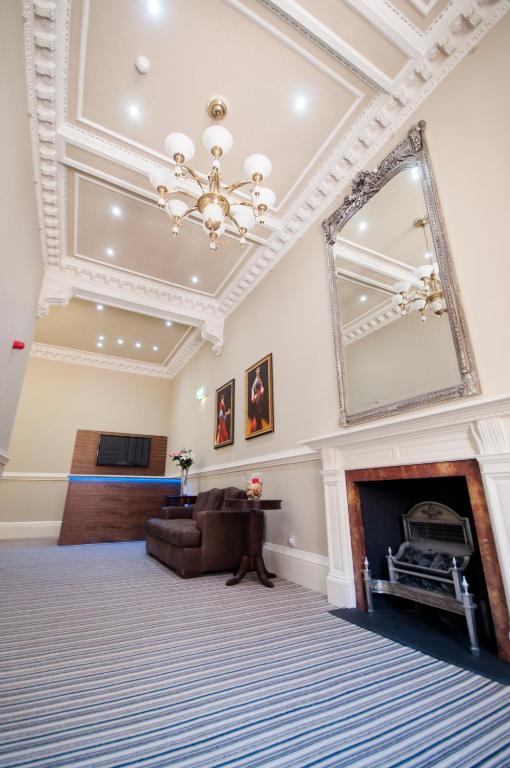 22706003 - Palmerston Suites