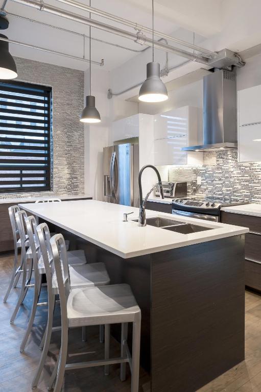 holland lofts montr al informationen und buchungen. Black Bedroom Furniture Sets. Home Design Ideas