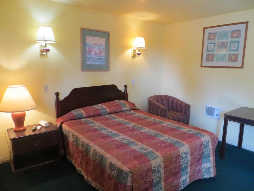 Cottonwood inn giddings book your hotel with viamichelin for River valley motor inn la grange tx
