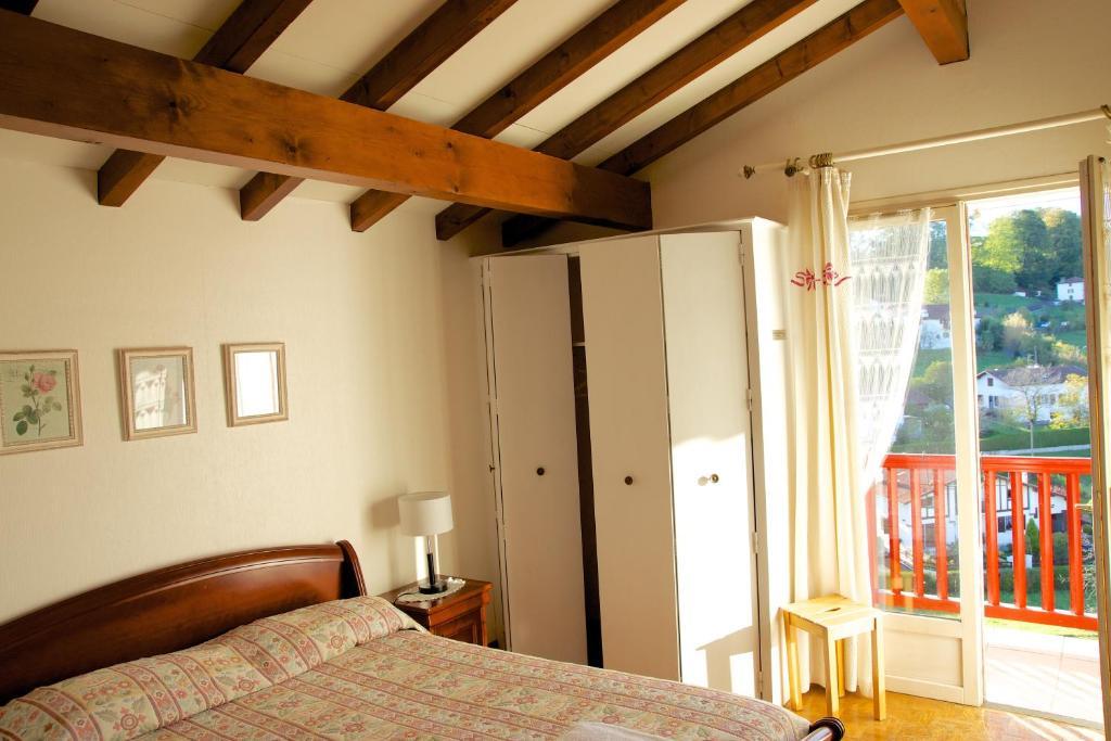 Chambres d 39 h tes garicoitz r servation gratuite sur - Chambres d hotes saint jean pied de port ...