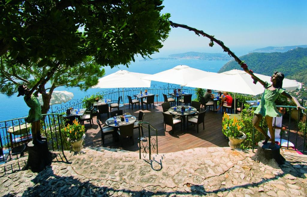 La ch vre d 39 or ze online booking viamichelin for Cafe du jardin eze