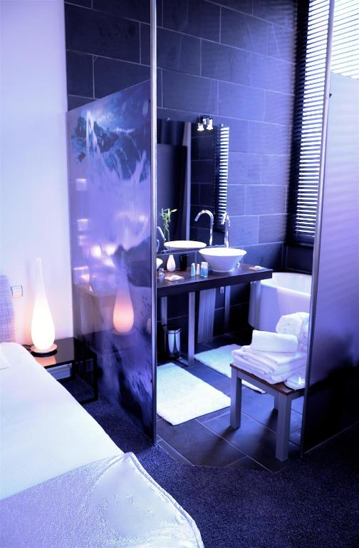 H tel design les bains douches toulouse book your for Design hotel book
