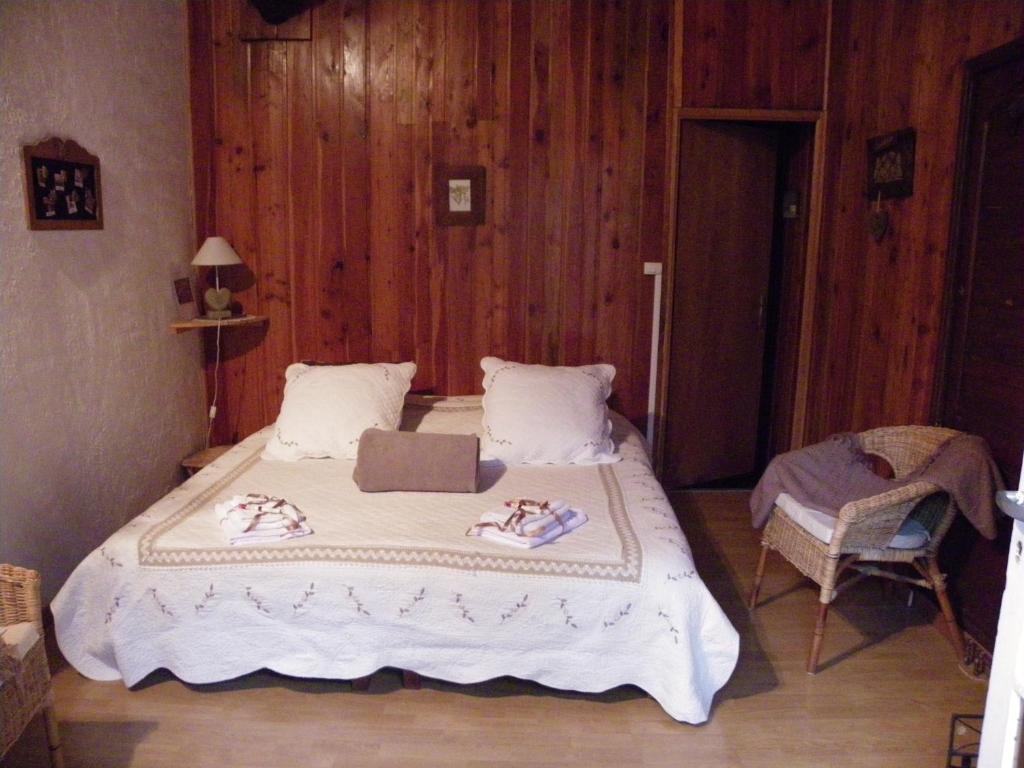 Chalet ventoux serein chambres d 39 h tes chambres d for Chambre hote ventoux