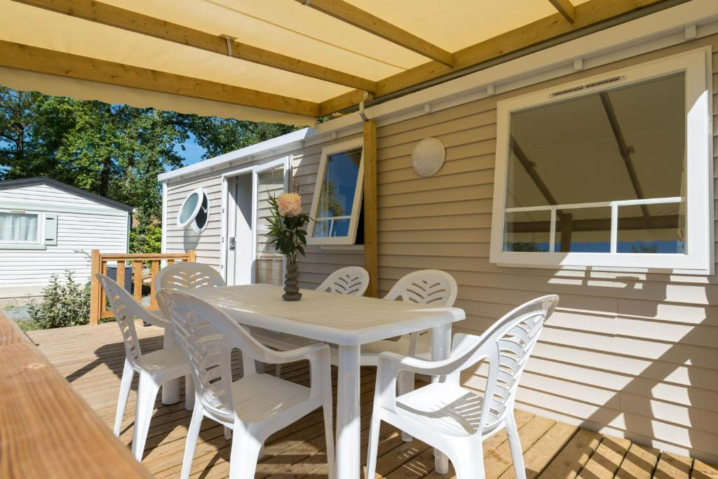 Camping les ch vrefeuilles camping royan en charente for Hotel appart royan