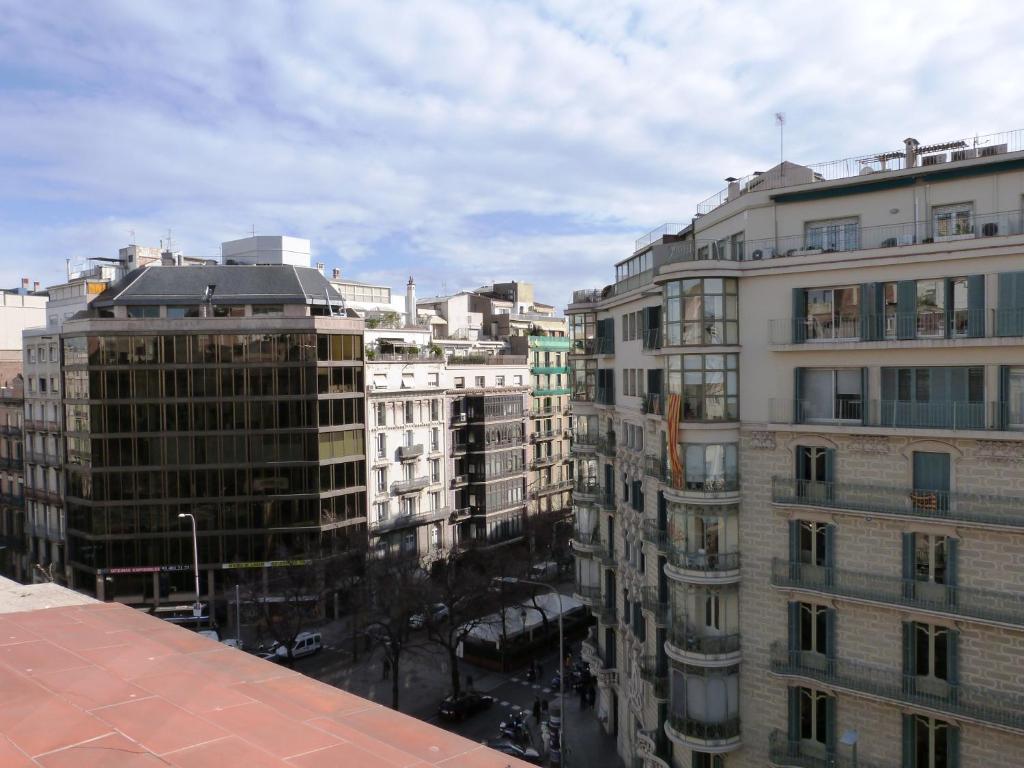 Apartamento rambla catalunya barcelona book your hotel with viamichelin - Apartamentos en barcelona booking ...