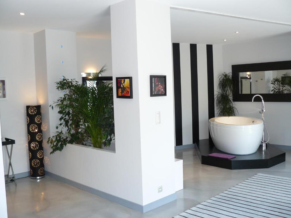 chambres d 39 h tes la villa c cile surg res viamichelin informatie en online reserveren. Black Bedroom Furniture Sets. Home Design Ideas