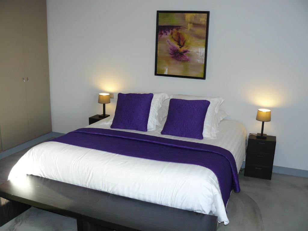 chambres d 39 h tes la villa c cile surg res book your hotel with viamichelin. Black Bedroom Furniture Sets. Home Design Ideas
