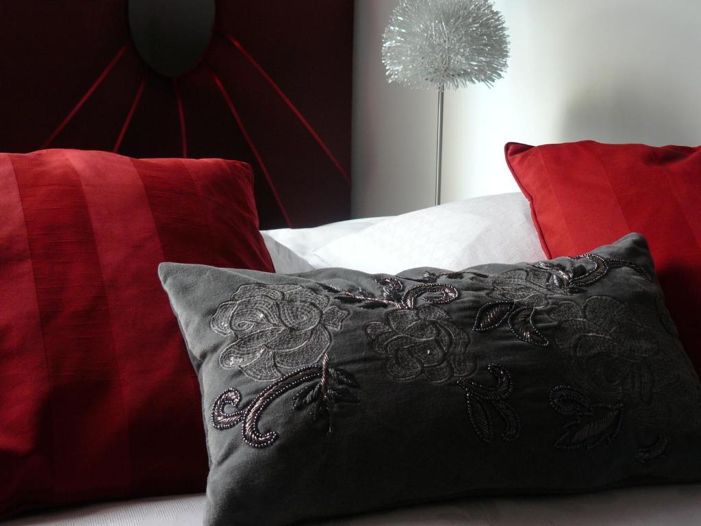 chambres d 39 h tes la villa c cile surg res informationen und buchungen online viamichelin. Black Bedroom Furniture Sets. Home Design Ideas