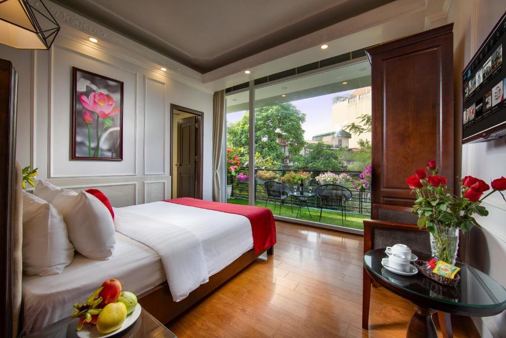 Suite Premium Có Ban Công Lớn Nhìn Ra Thành Phố