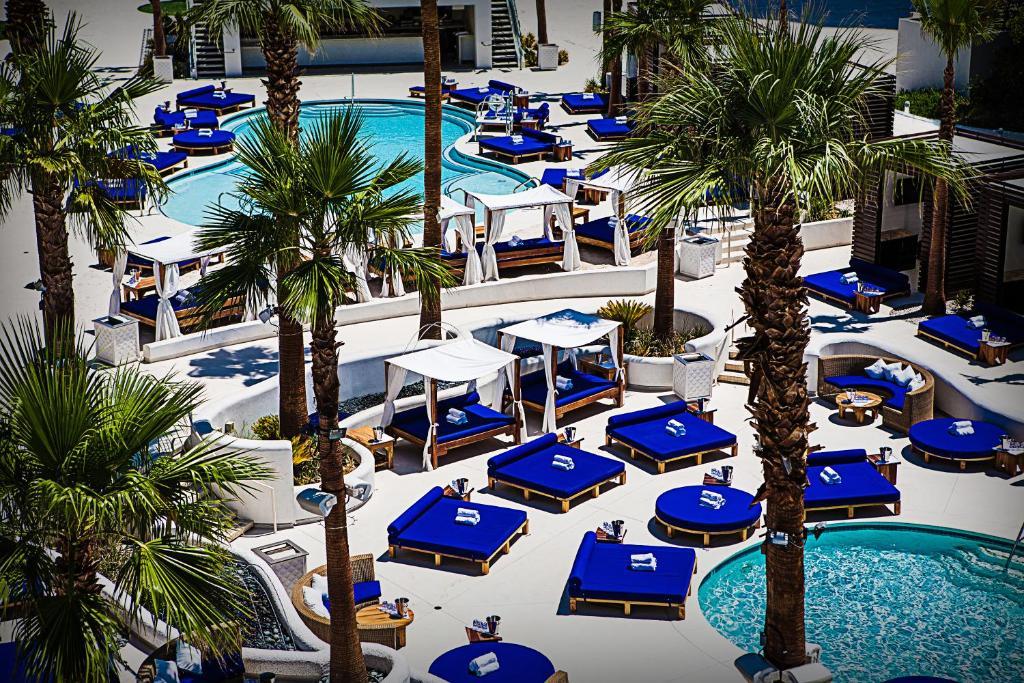 Una vista de la pileta en Tropicana Las Vegas a DoubleTree by Hilton Hotel and Resort o alrededores