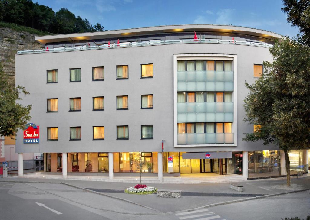 star inn hotel salzburg zentrum by comfort salzburg book your hotel with viamichelin. Black Bedroom Furniture Sets. Home Design Ideas