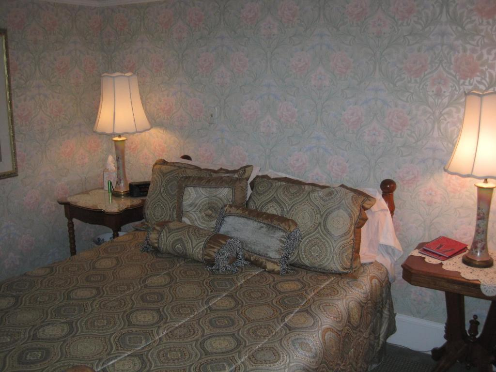 wa mildred s of seattle com us property image breakfast gallery booking this hotel and bed
