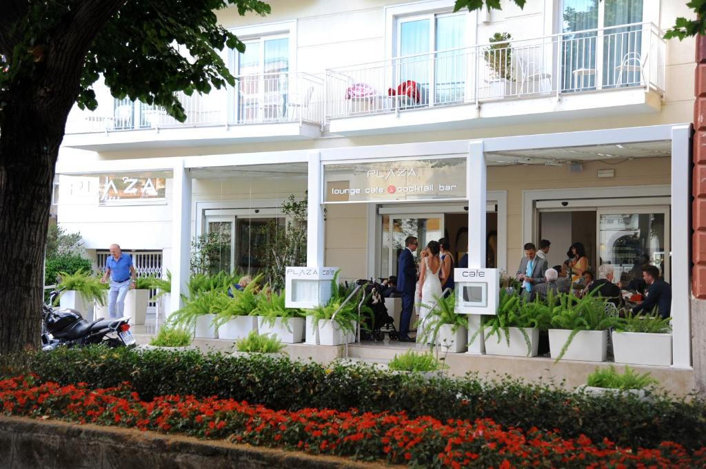 hotel plaza sorrento online booking viamichelin. Black Bedroom Furniture Sets. Home Design Ideas