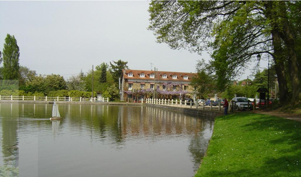 hotel au bord du lac saint r my l s chevreuse. Black Bedroom Furniture Sets. Home Design Ideas