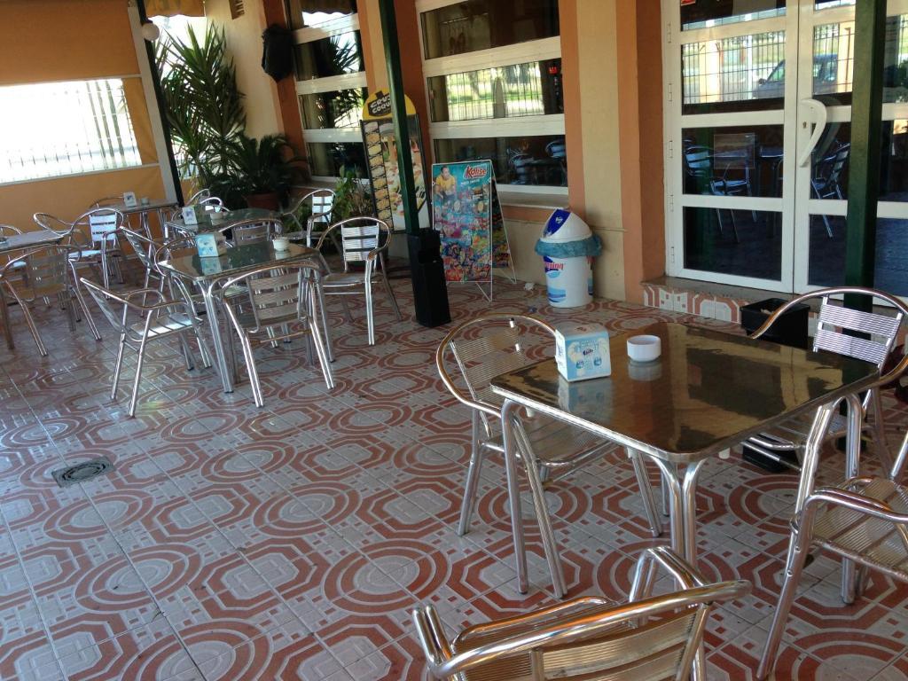 Hotel restaurante la ch cara higuera la real - Muebles higuera la real ...