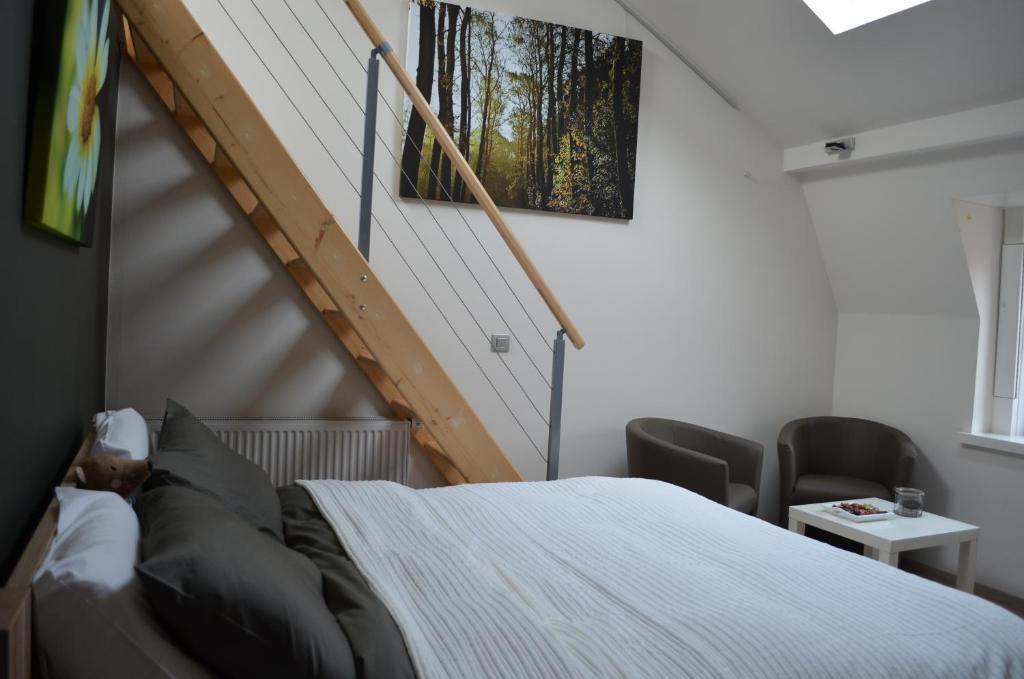 Bed breakfast b b het houten paard bed breakfasts ieper - Houten bed ...