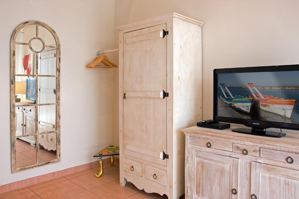 Petit hotel marseillan chambres d 39 h tes marseillan - Chambres d hotes dans l herault ...