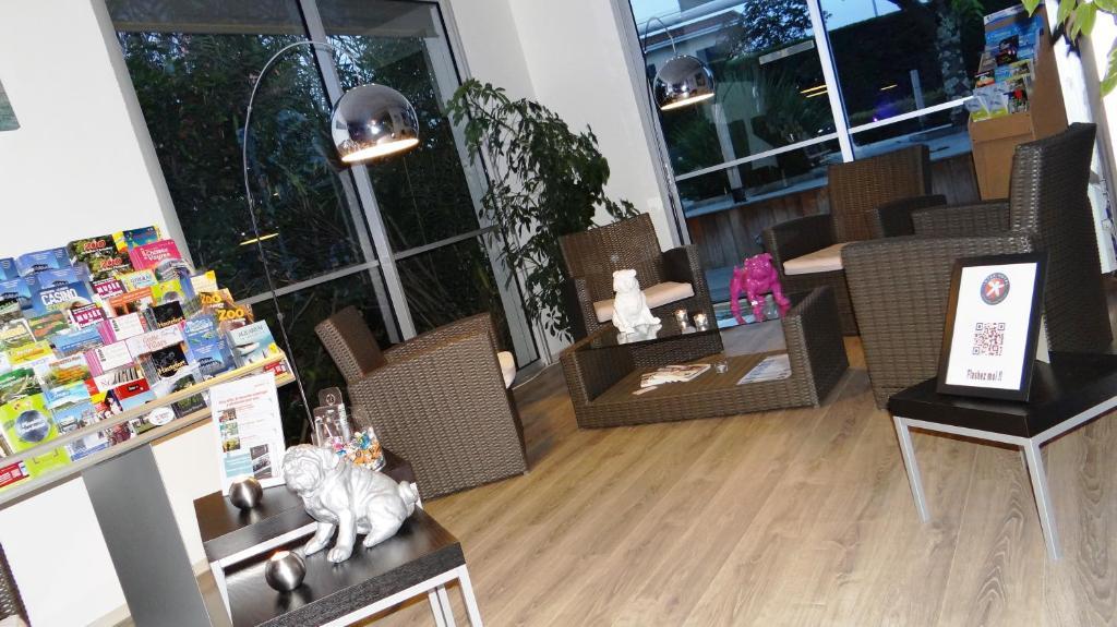 inter hotel du phare m rignac. Black Bedroom Furniture Sets. Home Design Ideas