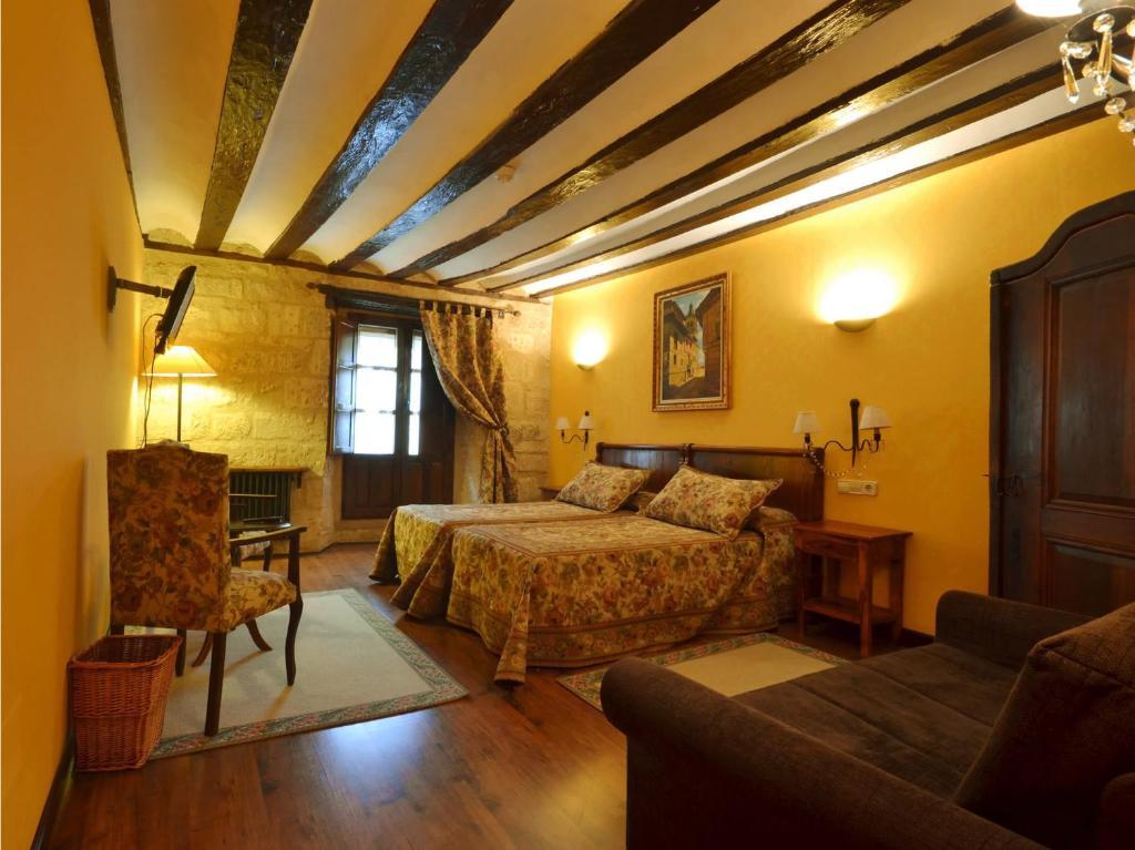 Casa rural de legarda haro book your hotel with viamichelin - Casa rural haro ...