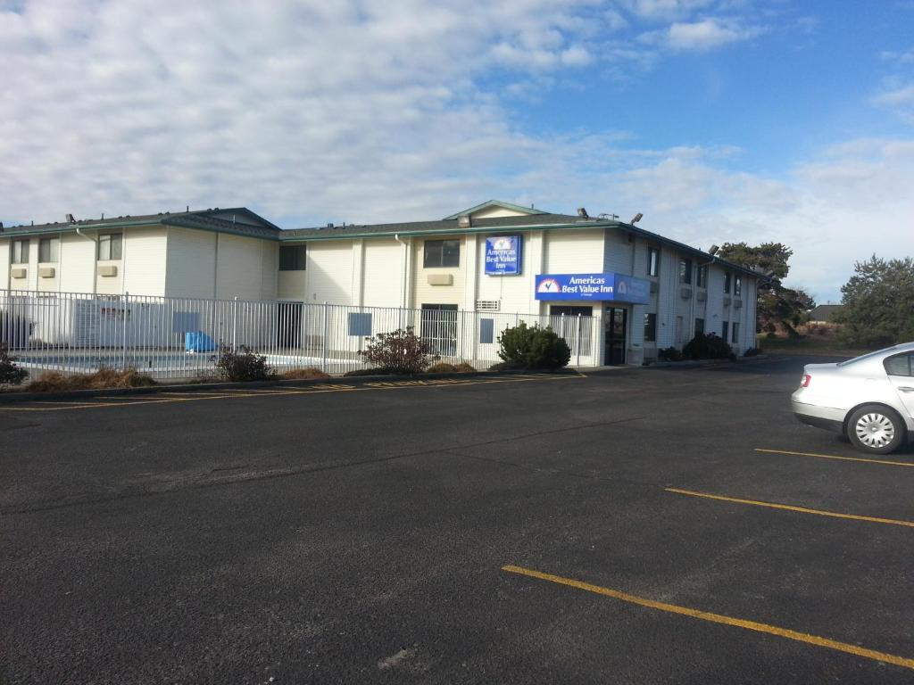 Americas Best Value Inn Lincoln Airport Lincoln Book