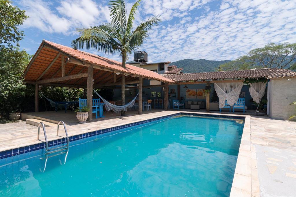 A piscina localizada em Mandala Maresias ou nos arredores
